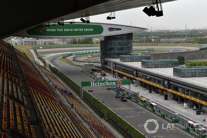Main straight and pit lane
