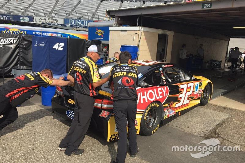 31. Matt DiBenedetto, Go Fas Racing Ford Fusion