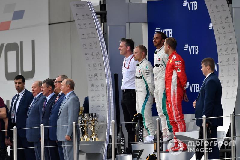 Un podio algo tenso