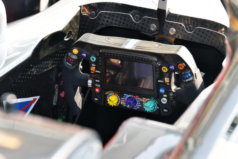 Mercedes AMG F1 W09 volante