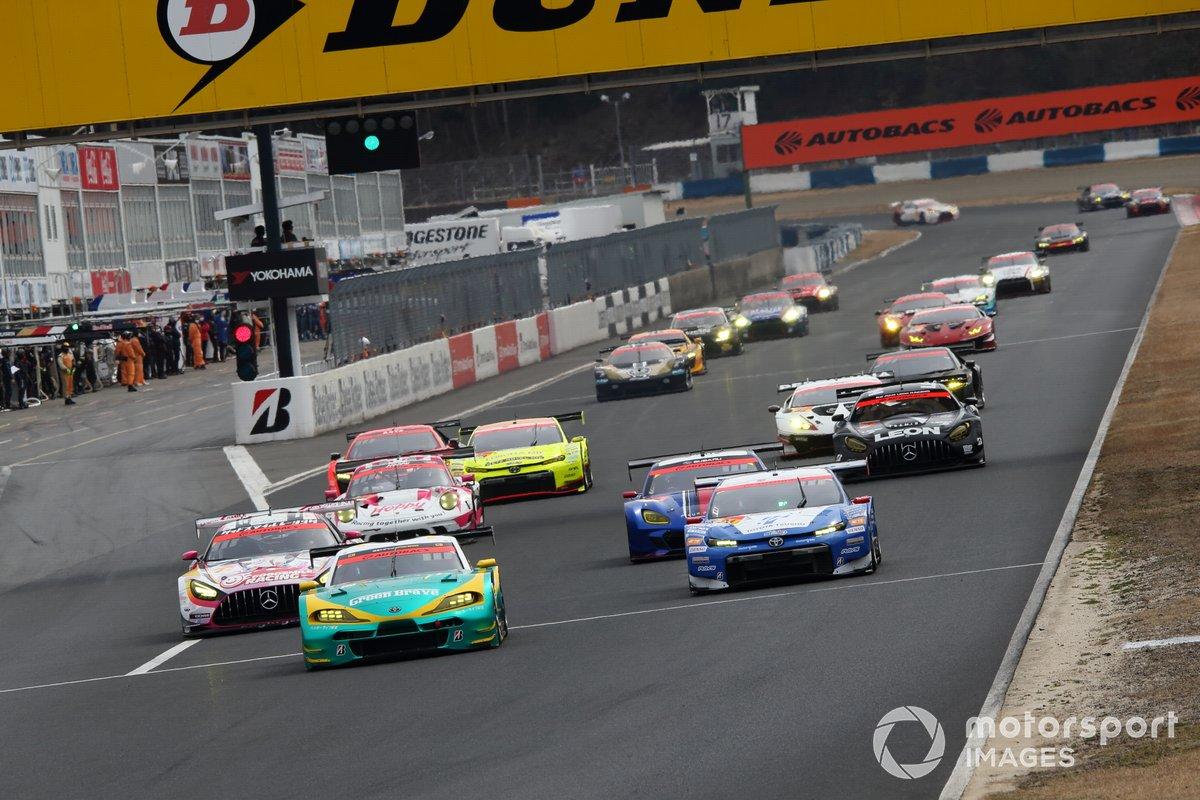 GT300 race start practice