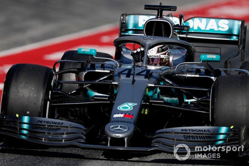 Der Fahrer: Lewis Hamilton, das hat er 2018 bewiesen, ist auf dem Höhepunkt seines Schaffens. Den (vielleicht) besten Grundspeed aller Fahrer hatte er schon immer. Den nötigen Riecher, um heikle Rad-an-Rad-Duelle zu gewinnen, auch. Dazu kommen zwölf Jahre Formel-1-Erfahrung auf höchstem Niveau.