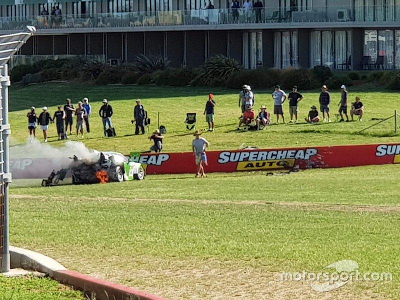 Fans near Black Swan Racing Porsche 911 GT3-R: Tim Pappas, Jeroen Bleekemolen, Marc Lieb after the crash