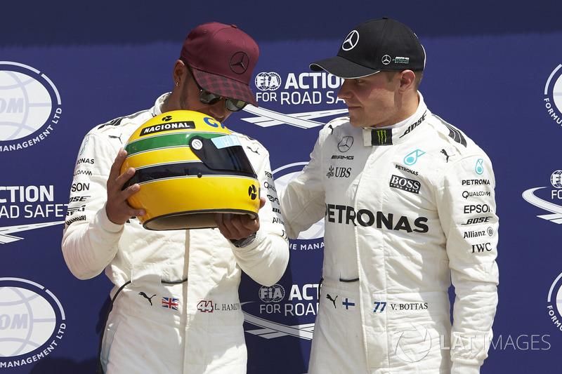 Обладатель поула Льюис Хэмилтон, Mercedes AMG F1, третье место – Валттери Боттас, Mercedes AMG F1