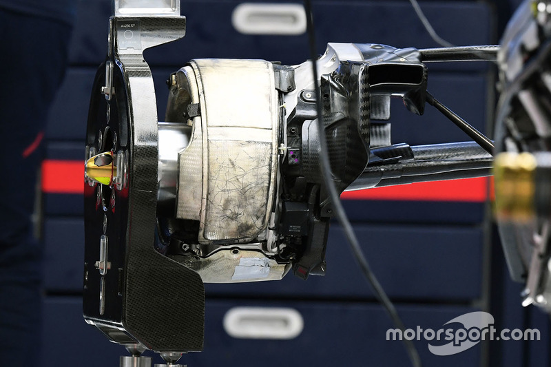 Red Bull Racing RB13 rear wheel detail