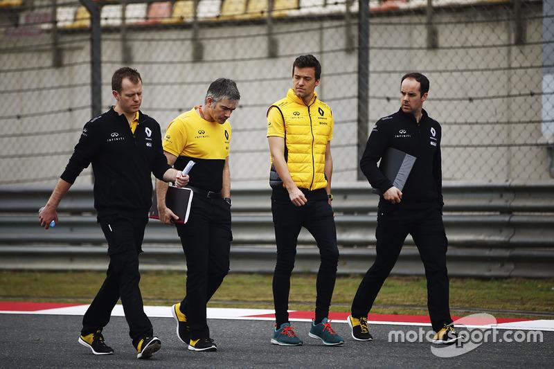 Trackwalk: Jolyon Palmer, Renault Sport F1 Team Sport F1
