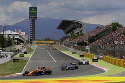 Fernando Alonso, McLaren MCL32; Pascal Wehrlein, Sauber C36-Ferrari; Felipe Massa, Williams FW40