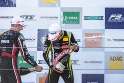 Podyum: Joel Eriksson, Motopark, Dallara F317 - Volkswagen, Lando Norris, Carlin, Dallara F317 - Volkswagen,