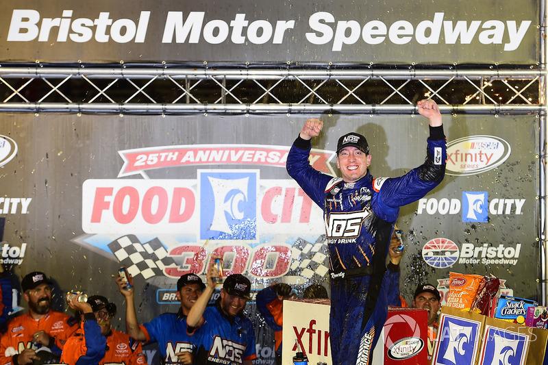 Além da Cup, ele triunfou na sexta-feira pela Xfinity Series.