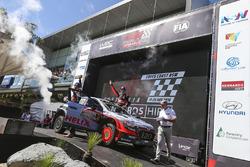 Podium: third place Thierry Neuville, Nicolas Gilsoul, Hyundai i20 WRC, Hyundai Motorsport
