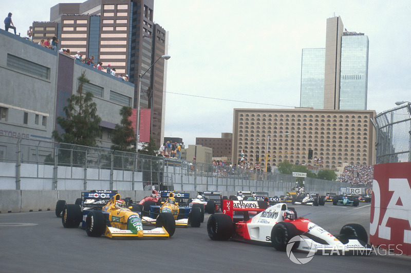 Gerhard Berger, McLaren MP4/6 Honda, heads the pack in Phoenix