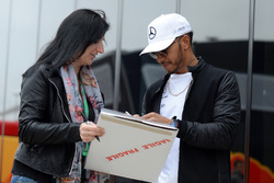 Lewis Hamilton, Mercedes AMG F1 signs an autograph
