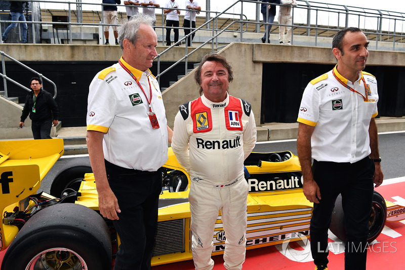 Jerome Stoll, Director de Renault Sport F1, René Arnoux, Cyril Abiteboul, Renault Sport F1 director general y Renault RS01