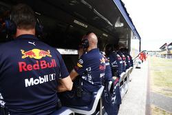 Пит-уоллы команд Red Bull Racing и  Ferrari