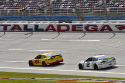 Joey Logano, Team Penske Ford e Brad Keselowski, Team Penske Ford