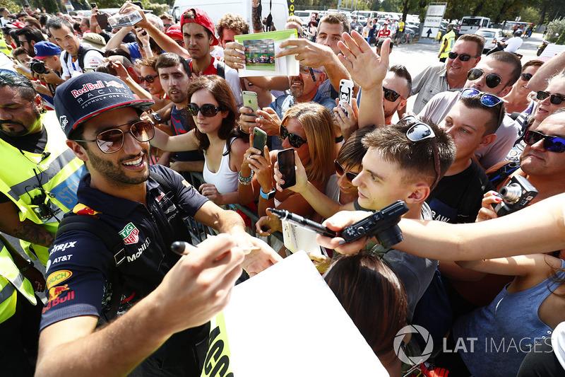Daniel Ricciardo, Red Bull Racing, signs autograhs for his fans