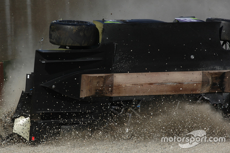 Choque del #19 M.Racing - YMR, Norma M 30 - Nissan: Gwenael Delomier