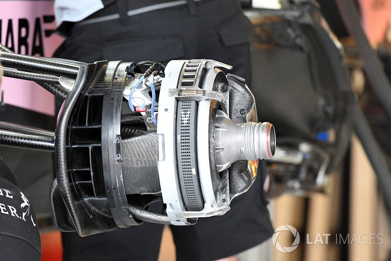 Force India VJM10 detalle frontal de cubo de rueda y freno
