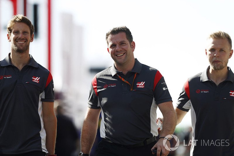 Ромен Грожан, Haas F1 Team, гоночний координатор Haas F1 Team Пітер Кролла, Кевін Магнуссен, Haas F1