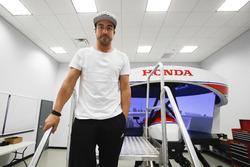 Fernando Alonso en el simulador Honda Performance