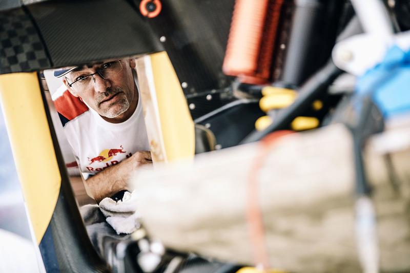 Peugeot Sport Mecánico en el trabajo