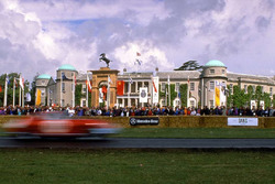 Скульптура Ferrari с Фестиваля скорости в Гудвуде