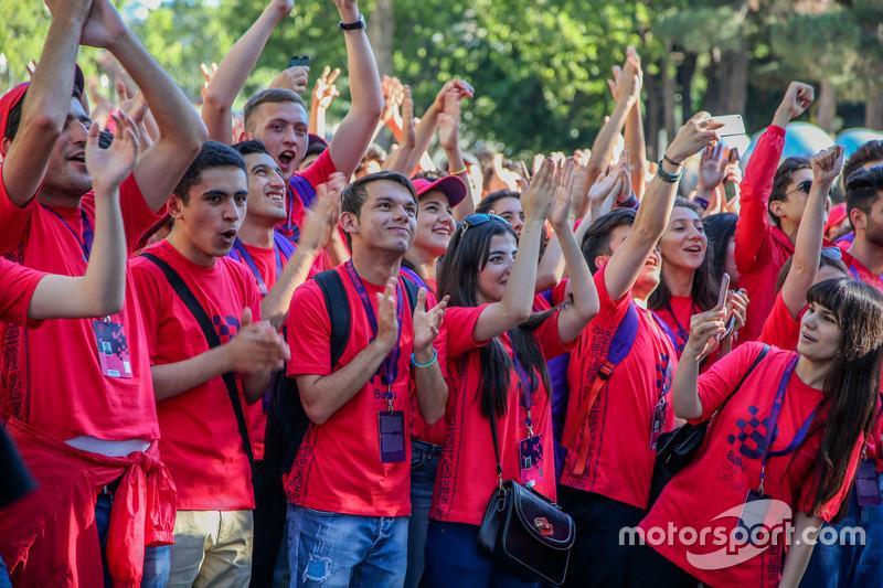 Волонтери траси Баку