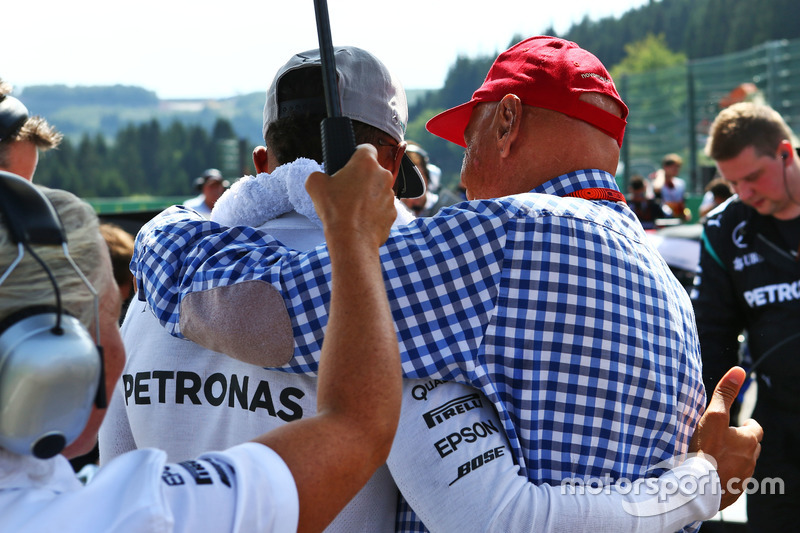 Lewis Hamilton, Mercedes AMG F1 with Niki Lauda, Mercedes Non-Executive Chairman on the grid