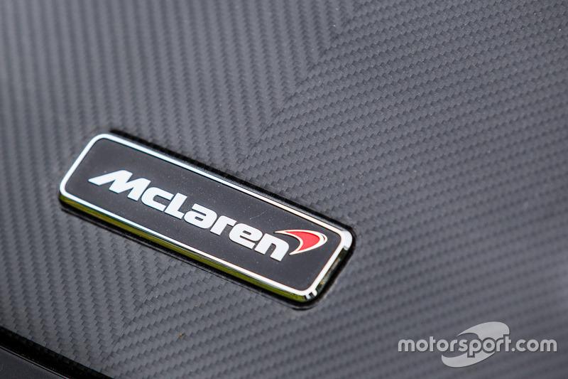 Classic Grand Tour: лого McLaren 675LT