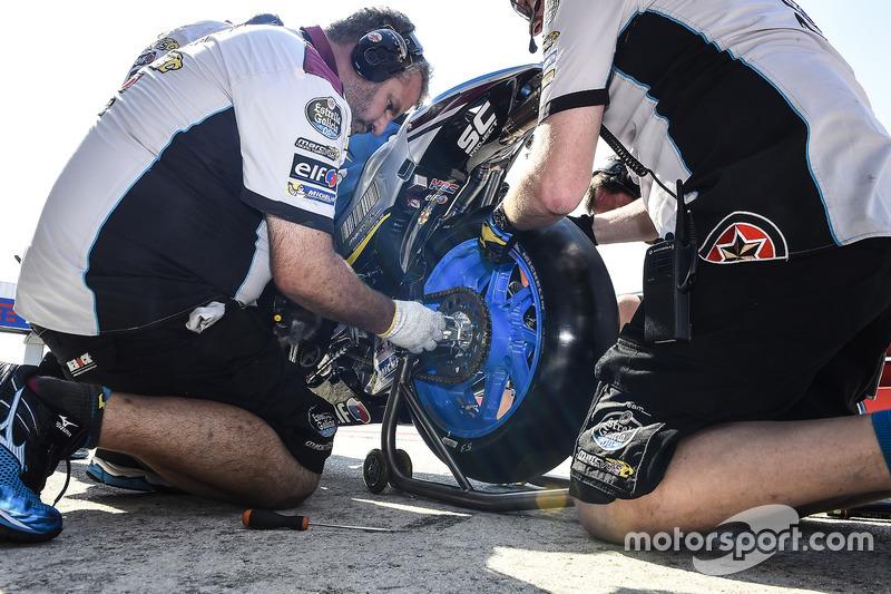 Mechanics working on the bike of Jack Miller, Estrella Galicia 0,0 Marc VDS