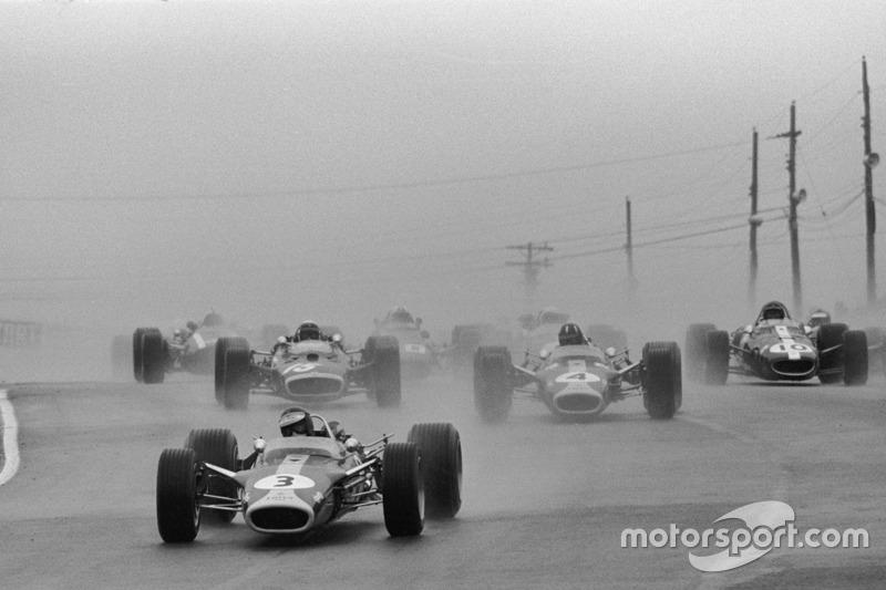 Départ : Jim Clark, Lotus mène