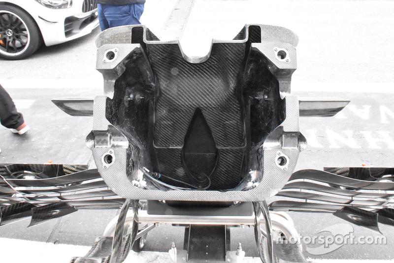 Ніс Scuderia Toro Rosso STR13