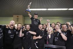 Race winner Valtteri Bottas, Mercedes AMG F1, celebrates with his team and his wife Emilia