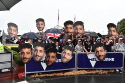 Des fans de Daniel Ricciardo