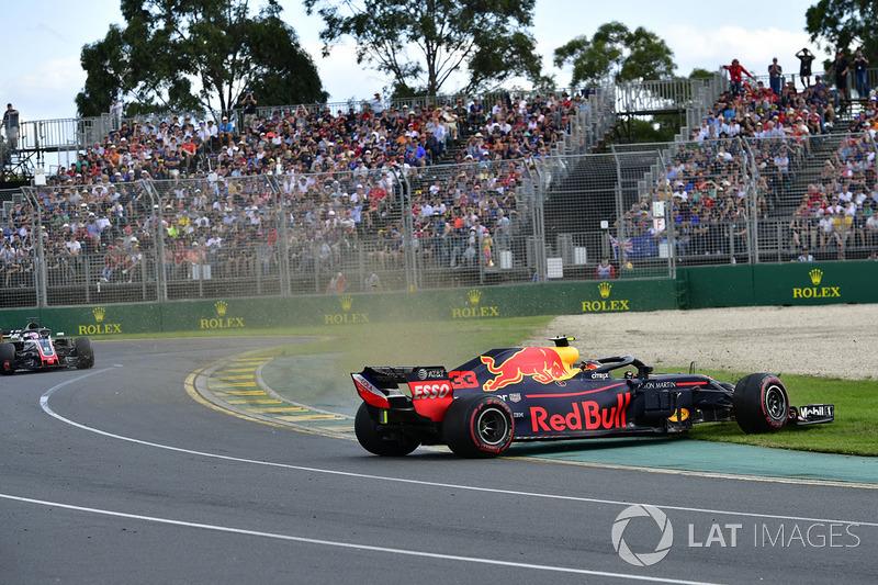 Max Verstappen, Red Bull Racing RB14 en tête à queue