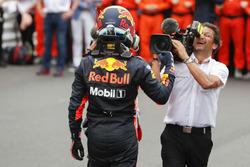 Le vainqueur Daniel Ricciardo, Red Bull Racing, dans le parc fermé