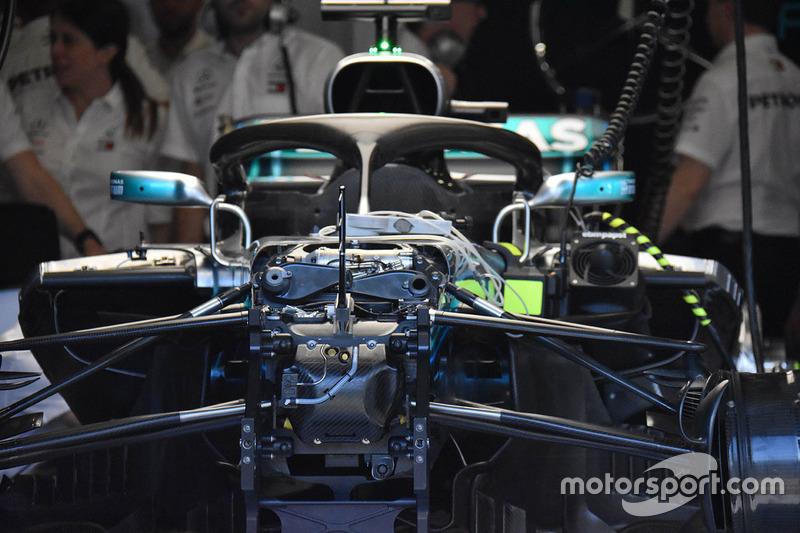Mercedes W09: Aufhängung