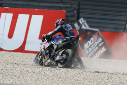 Alex Lowes, Pata Yamaha crash