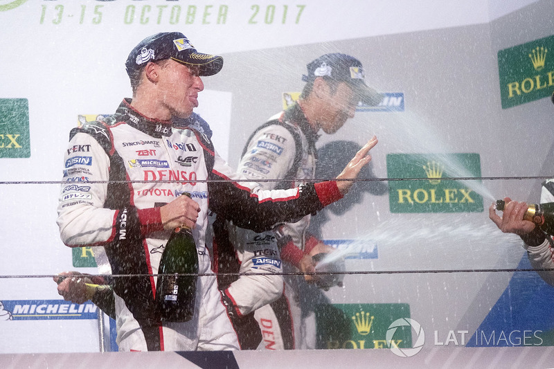 Podio: ganador Anthony Davidson, Toyota Gazoo Racing