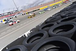 Christopher Bell, Joe Gibbs Racing, Toyota Camry Rheem-Smurfit Kappa and Kyle Larson, Chip Ganassi Racing, Chevrolet Camaro DC Solar