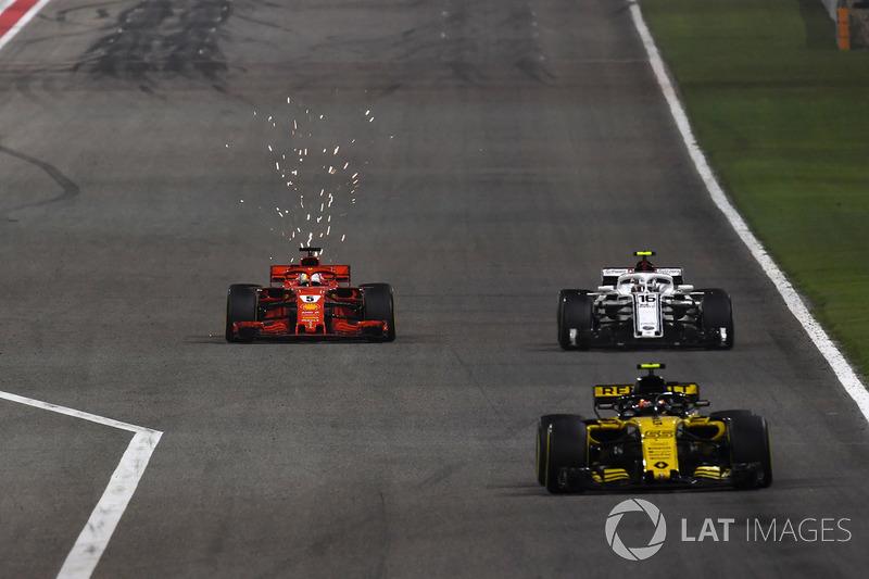 Carlos Sainz Jr., Renault Sport F1 Team R.S. 18 leads Sebastian Vettel, Ferrari SF71H y Marcus Ericsson, Sauber C37