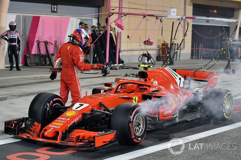 Kimi Raikkonen, Ferrari SF71H tersingkir di pit lane