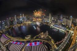Espectacular espectáculo de fuegos artificiales que iluminará el horizonte de Marina Bay