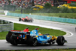 Fernando Alonso, Renault R26 accanto a Felipe Massa, Ferrari 248 F1