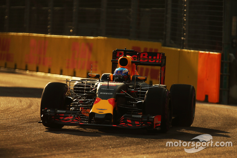 Daniel Ricciardo, Red Bull Racing RB12 with sensor equipment