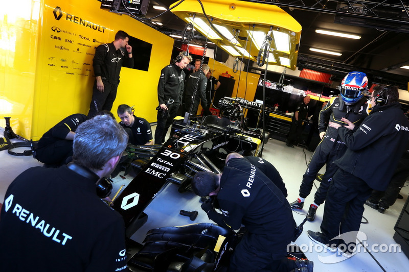 Julien Simon-Chautemps, Renault Sport F1 Team and Jolyon Palmer, Renault Sport F1 Team