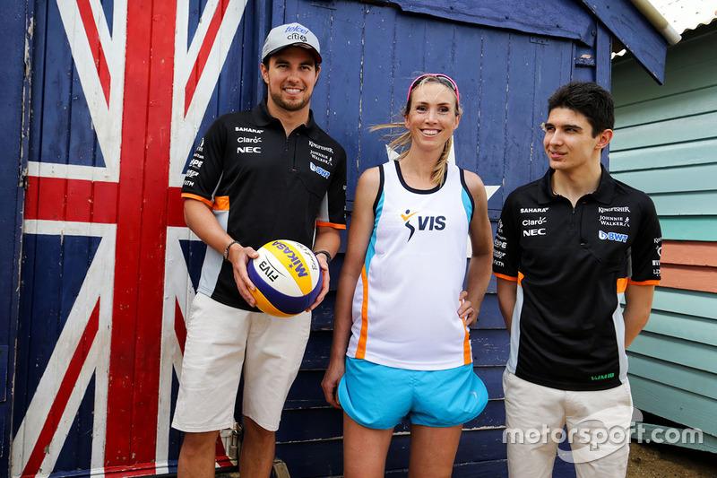 Sergio Perez, Sahara Force India F1; Volleyball-Spieler Tamsin Hinchley; Esteban Ocon, Sahara Force India F1 Team; am Brighton Beach