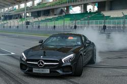 Lewis Hamilton, Mercedes AMG F1 dans une Mercedes AMG GTS