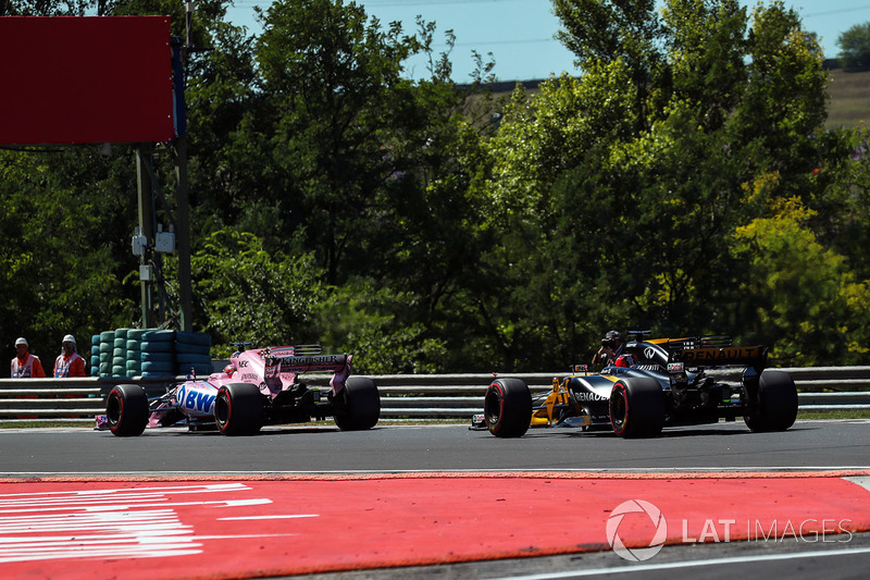 Sergio Perez, Force India VJM10, Jolyon Palmer, Renault Sport F1 Team RS17