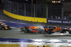 Max Verstappen, Red Bull Racing RB13 crashes into the back of Fernando Alonso, McLaren MCL32